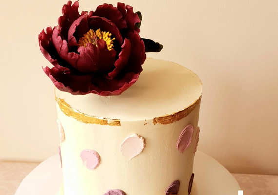 Layer cake with fresh flowers
